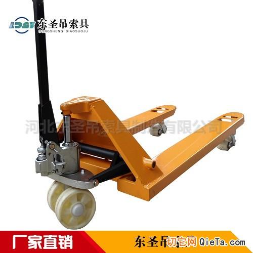 手动液压叉车使用--河北东圣吊索具制造有限公司--小型搅拌机|手动叉车|液压堆高车|手动叉车
